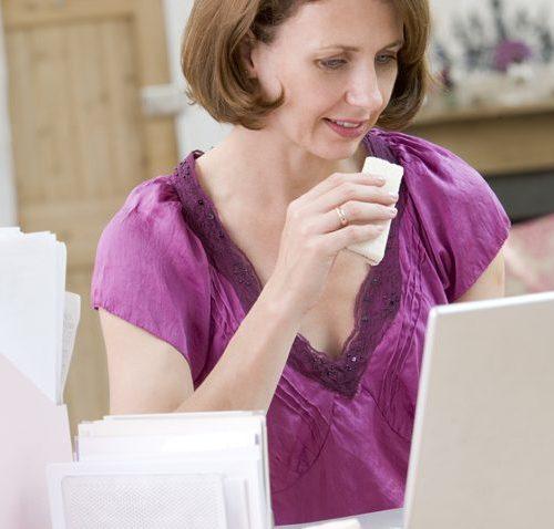 Women eating at her desk